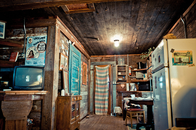 A shack in Clarksdale, photo taken by Megg. You should read her Pop Artichoke blog.