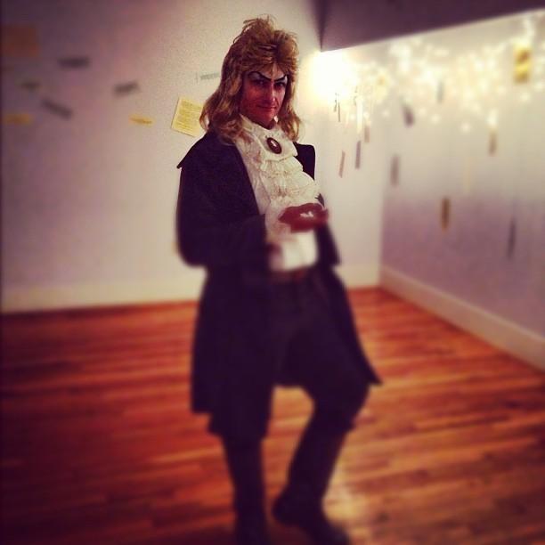 ...where I would soon dress like this for Hallowe'en. Photo by Saumya.