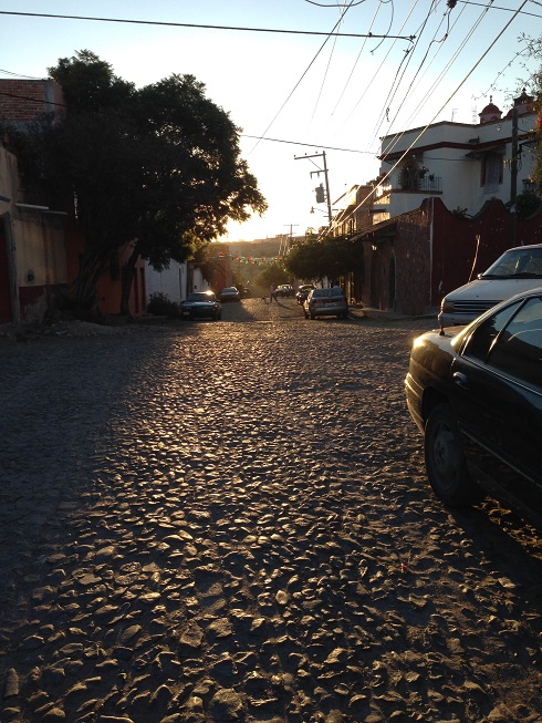 The cobbled lane. Photo by André.