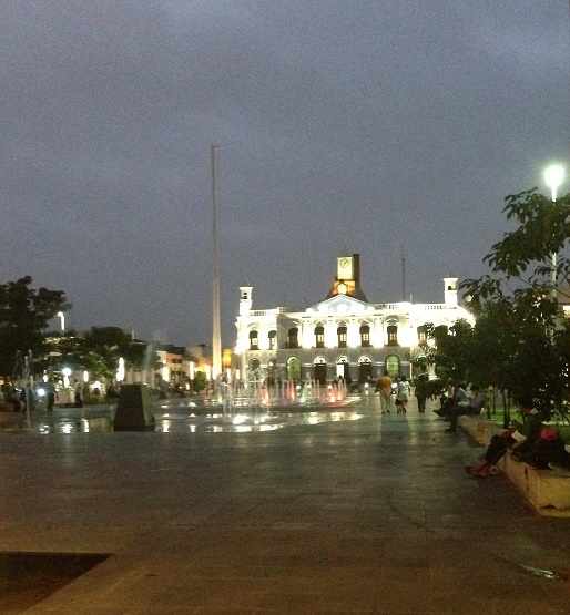 Main plaza in Villahermosa, with fountains. Photo by Andre.